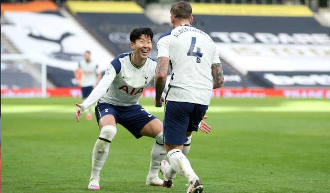 توتنهام هوتسبير يكتسح ليدز يونايتد بثلاثية نظيفة فى الدوري الانجليزي